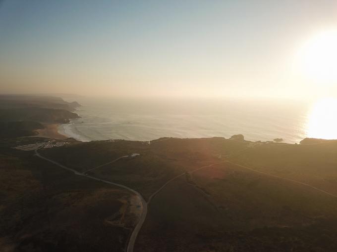 Urlaubsbilder mit Drohne: Küste & Sonnenuntergang